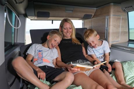 Die Loungefunktion der Bettverlängerung macht den California zur Chill-Out-Area. © VW Nutzfahrzeuge