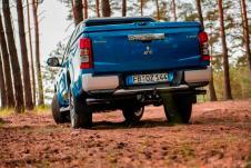 Ganz logisch kann der L200 auch Gelände – und zwar perfekt. © Mitsubishi