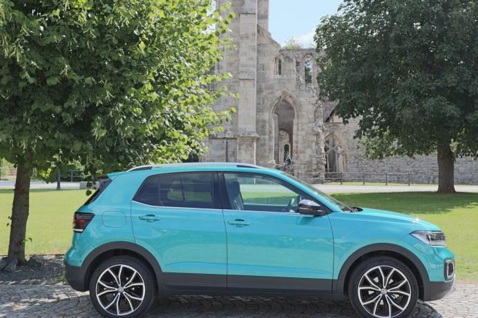 Trotz seiner geringen Außenlänge wirkt der T-Cross wie ein erwachsenes SUV. © Marcus Efler / mid