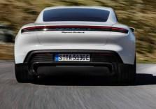 Anfang 2020 kommt die viertürige Sportlimousine Taycan auf den Markt und läuft im Porsche-Stammwerk in Zuffenhausen vom Band. © Porsche