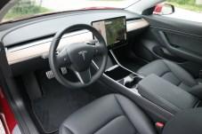 Total reduziert: Die Bedienung des Model 3 erfolgt fast komplett über den mittigen Touchscreen. © Rudolf Huber / mid
