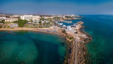 Kalamies Beach Pernera, Zypern: Auch hier kämpft TUI gegen die Verschmutzung des Meers und der Strände mit Plastikmüll. © TUI