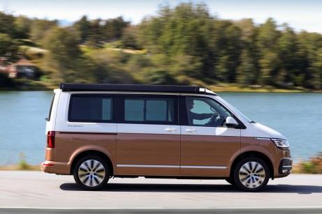 Praktisches Zubehör: die Markise über der rechten Schiebetür. © VW Nutzfahrzeuge