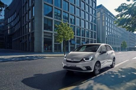 Honda Jazz dynamisch: Ein City-Flitzer mit viel Platz und umweltfreundlichem Hybrid-Antrieb. Mitte 2020 kommt der Kleinwagen auf den Markt. © Honda