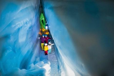 Der Natur Eis Palast am Hintertuxer Gletscher ist ein weltweit einzigartiges Naturjuwel und ein ideales ganzjähriges Ausflugsziel für die ganze Familie. © Hintertuxer Gletscher