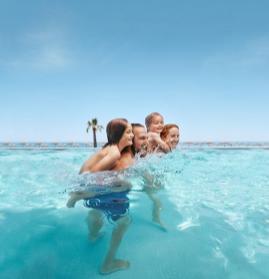 Bereits für 99 Euro Kinderfestpreis geht es zum Beispiel in den TUI Magic Life Cala Pada auf Ibiza oder in den TUI Kids Club Grecotel Marine Palace auf Kreta.© TUI