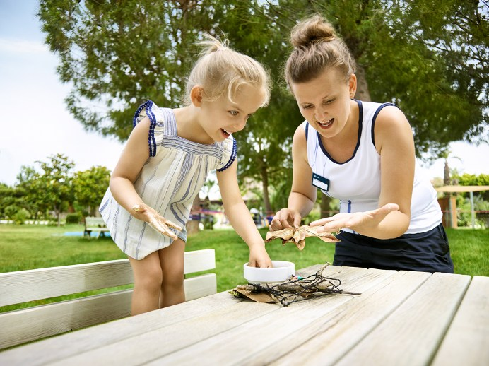 In rund 200 familienfreundlichen Hotels aus dem TUI- und airtours-Programm reisen Kinder zum Festpreis inklusive Flug und Verpflegung – ganz gleich ob der Urlaub eine Woche, zehn Tage oder länger dauert. © TUI