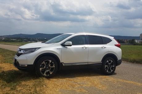 Der Honda CR-V mit Hybridantrieb bietet im Innenraum reichlich Platz. © Jutta Bernhard / mid