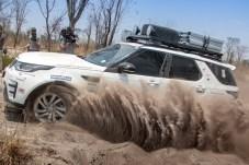 Gas, Gas, Gas: Der tiefe Sand stellt die geländegängigen Briten nicht vor große Probleme. © Henning Lueke / Jaguar Land Rover