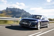 Kennzeichen des Audi S8: Scharf geschnittene Front-Schweller und große Räder. © Audi