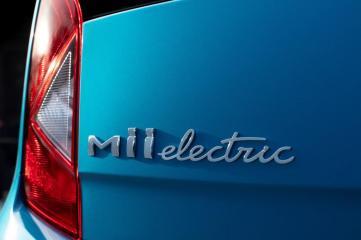 """Das vollelektrische Modell ist durch den """"electric""""-Schriftzug am Heck und """"electric""""-Sticker an der Seite erkennbar. © Seat"""