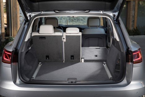 Der Gepäckraum mit einem Volumen von 810 bis 1800 Liter macht das Packen für den Urlaub zu einer einfachen Übung – was da nicht alles reinpasst. © VW