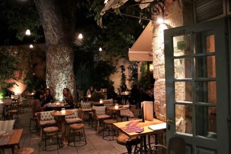 Abendstimmung in einer rustikalen Taverne. © Kurt Sohnemann