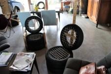 Die Sitzmöbel, aus Altreifen entstanden, passen zur Devise von Damien Lamy, Müll zu vermeiden und zu verwenden. © Kurt Sohnemann