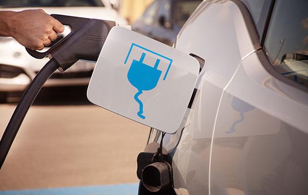 Plug-in-Hybride sind erfolgreich, die Neuzulassungen kommen auf eine Zuwachsrate von 21 Prozent. © VDIK