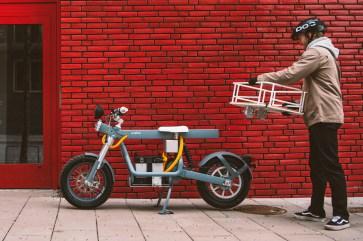 Auf das Vierkantrohr der Ösa lässt sich in Sekundenschnelle ein Transportkorb schrauben. © Cake