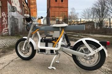 Elektro-Rider: Der Sattel der Ösa ist ziemlich unbequem ausgefallen. © Rainer Unruh / mid