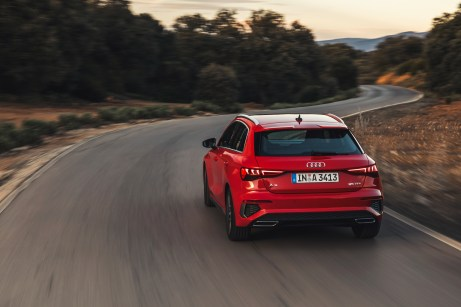 Die dicken Hinterbacken erinnern an den Ur-Quattro von Audi. © Audi