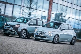 """Kleine Umweltfreunde: Fiat 500 Hybrid (vorne) und Fiat Panda Hybrid mit der """"Launch Edition"""" in Tau Grün. © Fiat / FCA"""