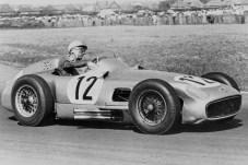 Großer Preis von Großbritannien in Aintree am 16. Juli 1955: Stirling Moss gewinnt das Rennen auf Mercedes-Benz Formel-1-Rennwagen W 196 R. Es ist der erste Sieg eines britischen Rennfahrers in diesem Grand Prix. © Daimler