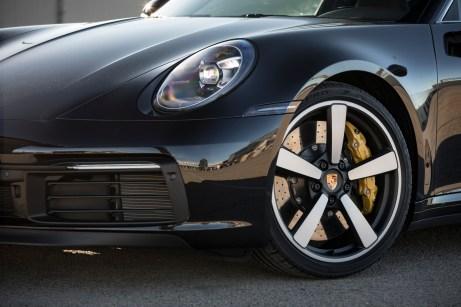 Auch die Felgen sind ein Zitat an frühere Zeiten. Fuchsfelgen sind Leichtmetallräder, die es seit 1963 für den Neunelfer gibt. © Porsche