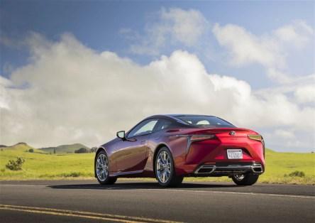 Schon beim Start signalisiert der V8-Motor des Lexus LC 500 mit vollem, vom aktiven Abgassystem verstärktem Klang, welches Potenzial in ihm steckt. © Lexus