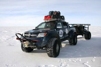 Der Allradler ist erste Wahl bei der Suche nach Transportfahrzeugen des NCAOR für eine 4.600 Kilometer lange Expedition von der antarktischen Novo Air Base zum Südpol. © Toyota