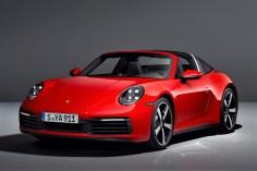 Für den emotionalen und sportlichen Fahrspaß sorgen in beiden Sportwagen serienmäßig das Achtgang-Doppelkupplungsgetriebe (PDK) und der intelligente Allradantrieb Porsche Traction Management (PTM). © Porsche