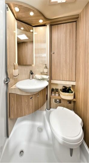 Heizung, Kühlschrank, Kochfeld, Sanitärraum und Campingtoilette - auch die Bordausstattung muss gereinigt und auf Funktionalität geprüft werden. © Bürstner