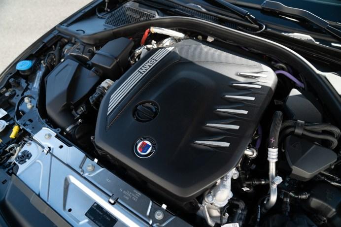 Zum ersten Mal in der Firmengeschichte von Alpina gibt es einen Hybridmotor. Der Startergenerator des D3S schiebt von unten kräftig an. © Alpina