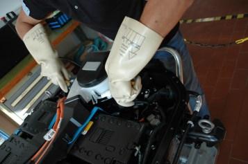 Messen unter Spannung bei der Mitsubishi-Batterie. Foto: Mitsubishi