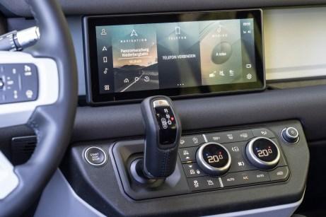 Immer auf dem neuesten Stand: das Infotainment-System mit automatischen Updates. © Land Rover