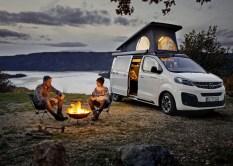 Die Schiebetüren öffnen und schließen auf Wunsch elektrisch. © Opel