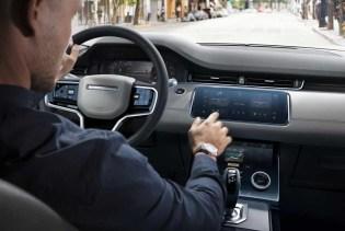 ur Ausstattung der Baureihe zählt nun das hochmoderne Pivi-Infotainment-System, das im neuen Land Rover Defender erstmals zu sehen war. © Range Rover