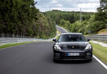 Porsche Panamera bei seiner Rekordfahrt auf dem Nürburgring. Foto: Auto-Medienportal.Net/Porsche