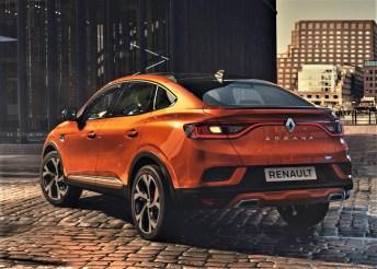 Der Arkana ist speziell an seinem elegant nach unten auslaufenden Dachschwung zu erkennen. © Renault