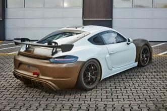 Porsche 718 Cayman GT4 Clubsport MR mit Biofaser-Verbundwerkstoff-Karosseriekit. Foto: Auto-Medienportal.Net/Porsche
