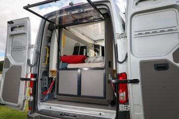 Die PlugVan Box bietet ein Zimmer mit Aussicht im e-Crafter. © by Frank Eusterholz
