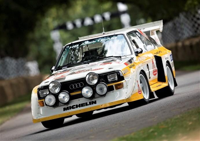 3,1 Sekunden brauchte der Sport quattro S1 mit der mittleren Schaltgetriebe-Übersetzung, um von null auf 100 km/h zu beschleunigen. Das Rallyeauto, das Audi 1985 erstmals einsetzte, leistete mit seinem Fünfzylinder-Turbo-Motor 350 kW (476 PS) und wog nur 1.090 Kilogramm. © Audi