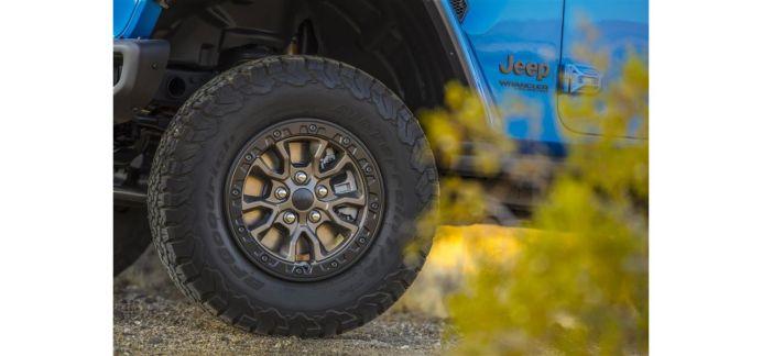 Reifen der Dimension 33 Zoll auf 17 Zoll großen Beadlock-fähigen Rädern. Foto: Jeep