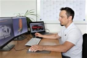 Sitech Sitz-Kompetenz aus Wolfsburg: Volkswagen Entwicklungsingenieur Sascha Ring an seinem Arbeitsplatz. Foto: Auto-Medienportal.Net/Sitech