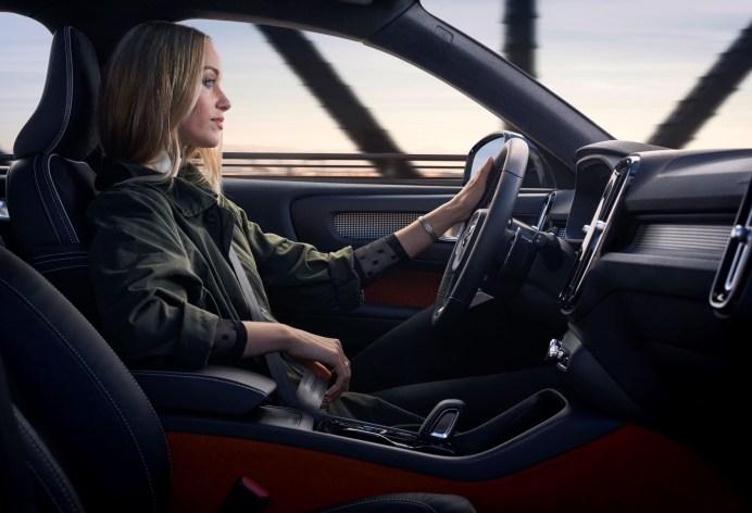 Ladies first: Autofahren ist in Deutschland längst nicht nur Männersache. © Volvo