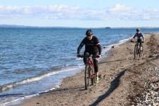 Für Biker sind die Uferstreifen an der Ostsee eine landschaftlich reizvolle Herausforderung. © Kurt Sohnemann