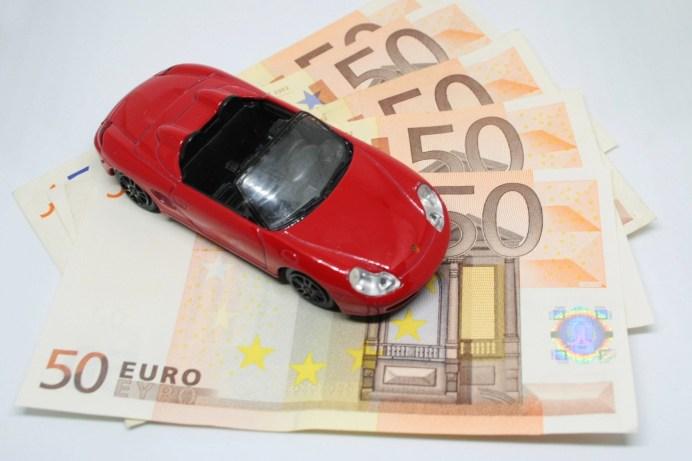 Verbraucherschützer raten, vor jedem Vertragsabschluss einen ausführlichen Versicherungsvergleich durchzuführen. So hat man schnell ein paar Scheine gespart. © ElisaRiva / pixabay.com