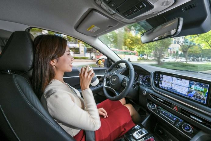 Hände weg vom Steuer: Noch ist autonomes Autofahren Zukunftsmusik. © Hyundai