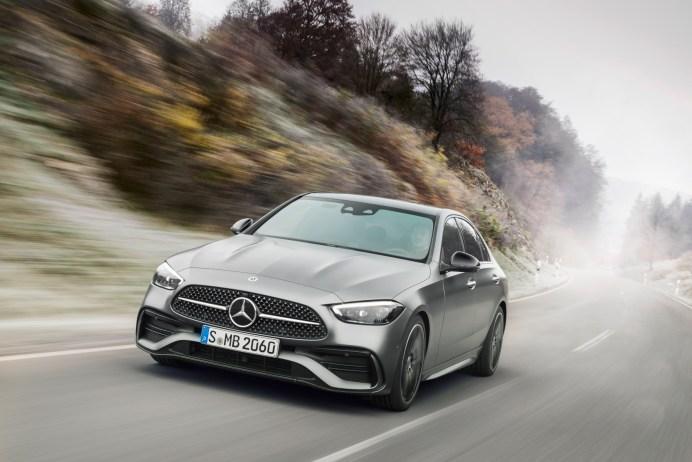 Die neue C-Klasse ist deutlich gewachsen und wirkt sportlicher als der Vorgänger. © Daimler
