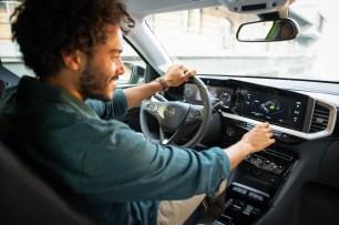 Übersichtlich und aufs Wesentliche konzentriert: Das Pure Panel im Opel Mokka-e. Foto: Opel