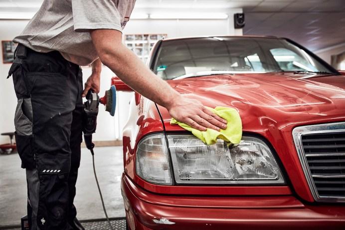 Viele Autofahrer wissen nicht, dass es Wege gibt, bei Reparaturen und beim Kauf von Ersatzteilen zu sparen. © ADAC