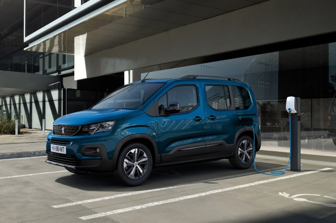 Kommt mit einer Batterieladung bis zu 280 Kilometer weit: der neue Peugeot e-Rifter. © Peugeot