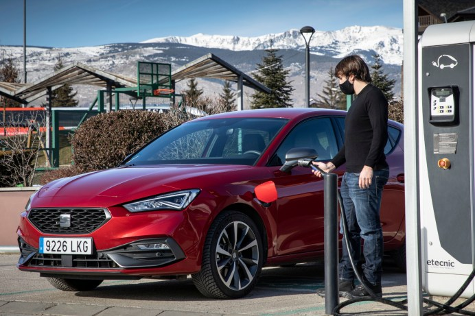 Um nicht die Batteriereichweite zu strapazieren, ist es am besten, schon vor dem Einsteigen die Fahrzeug-, Sitz- oder Lenkradheizung zu aktivieren, während das Fahrzeug noch lädt. © Seat